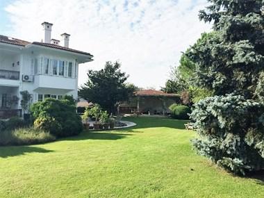 Kemer Country'de Büyük Bahçeli, Havuzlu Satılık Villa