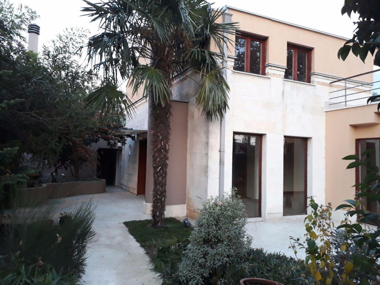 İstinye Muayyeş Korusu'nda Kiralık Villa