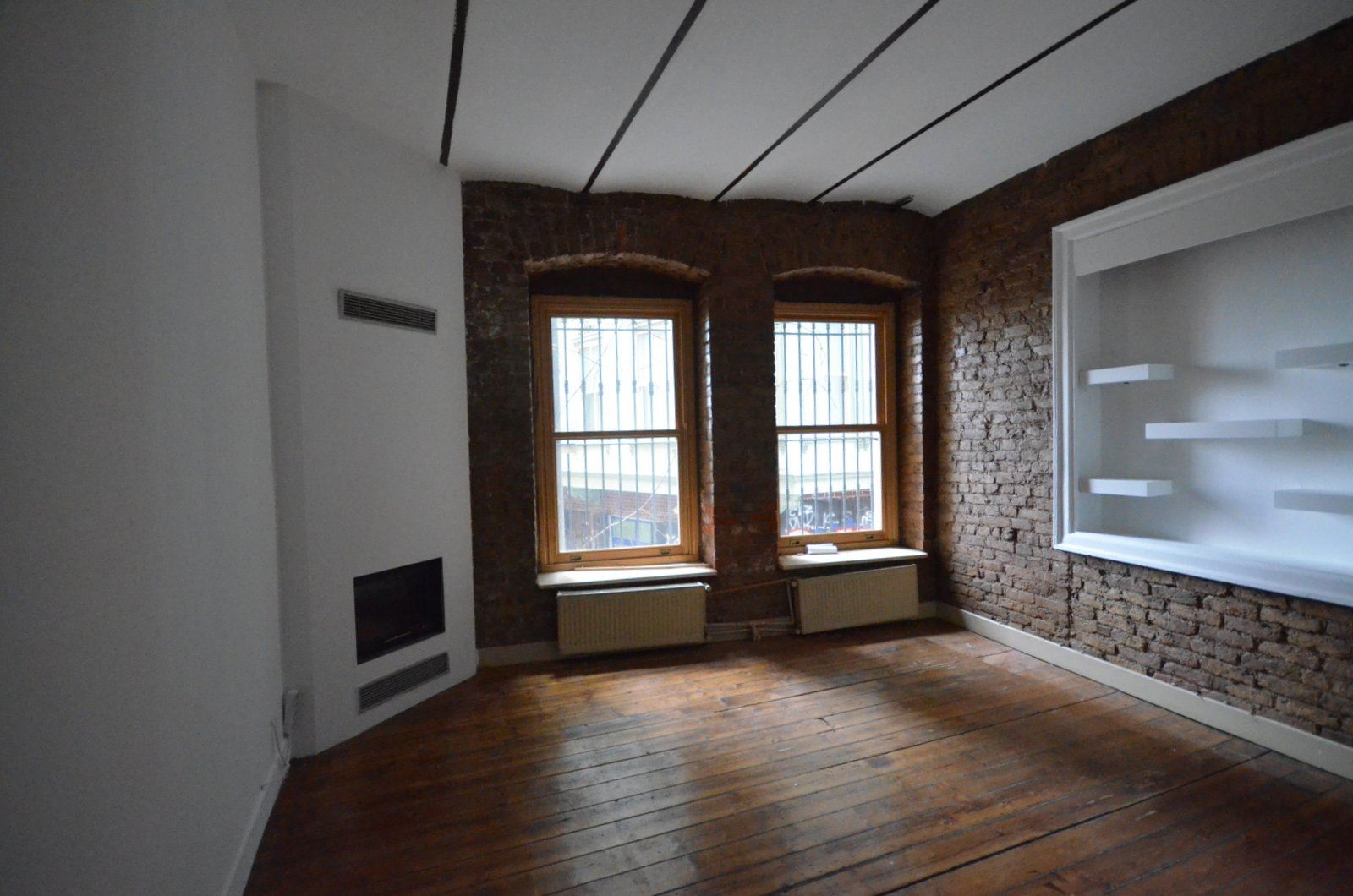 Century21 Açı'dan Galata'da Kiralık Giriş Katı Ofis / Home Ofis