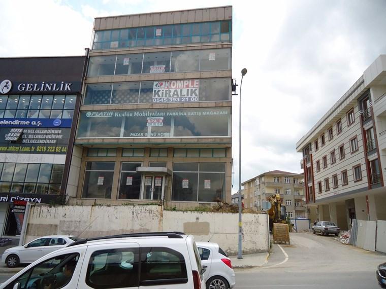 Kuzen den E-5 e Cephe Reklam Showroom Satış Ve Ofise Uygun Bina