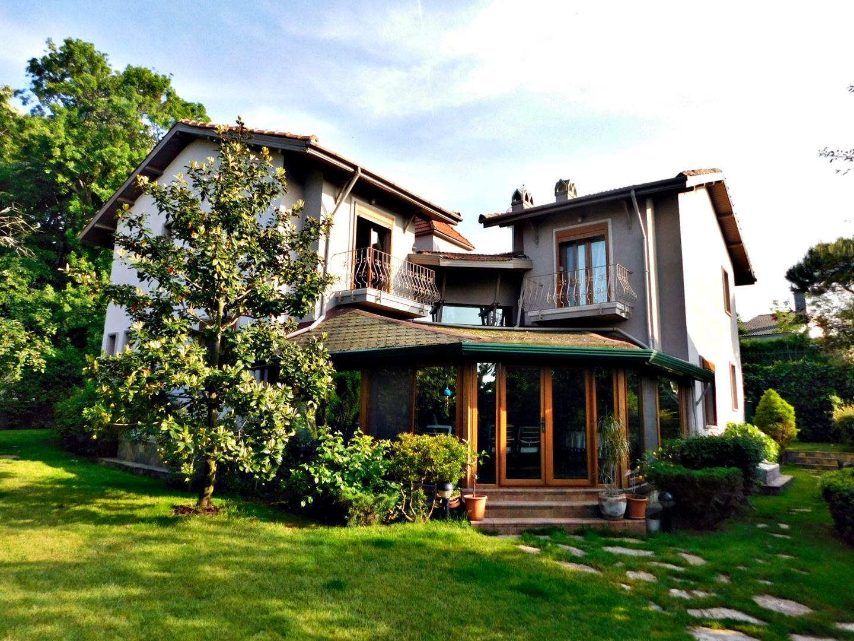 SARIYER-Zekeriyaköy'de müstakil villa