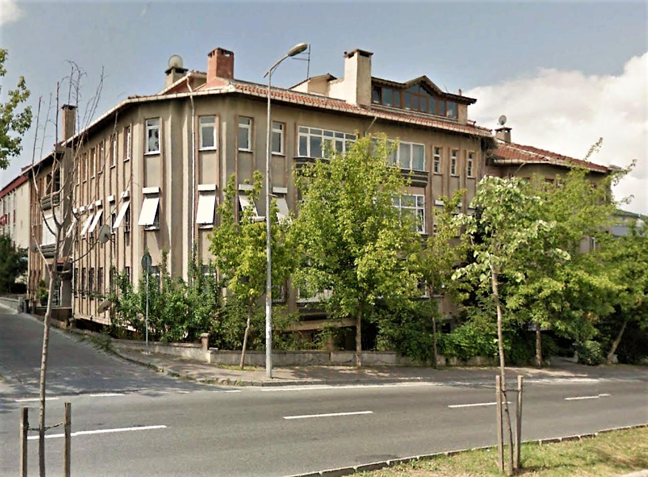 Büyükçekmece Turgut Özal Bulvarında Satılık 5+2 Dubleks Daire
