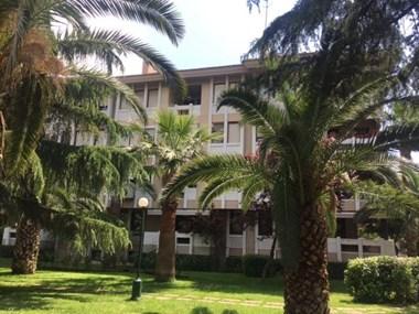 Fenerbahçe Sabancı Koru Sitesi'nde Satılık Bahçe Katı Daire