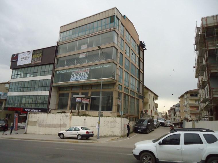 Pendik E-5 de Cephe Reklam Showroom Satış Ve Ofise Uygun Bina