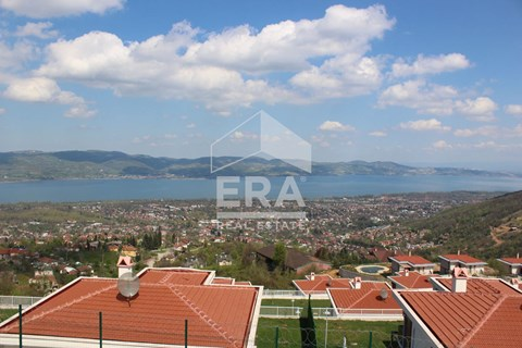 Mükemmel Göl Manzaralı,Villa Ruhsatlı Arsa /A Perfect Investment