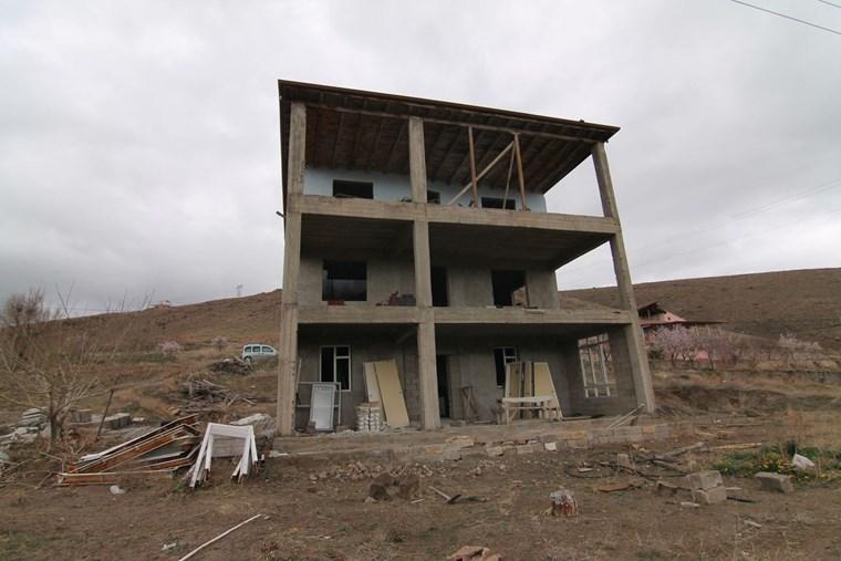 İncesu Bedir Bağların'da 1.300m2 Kaba İnşaatı Tamamlanmış Villa