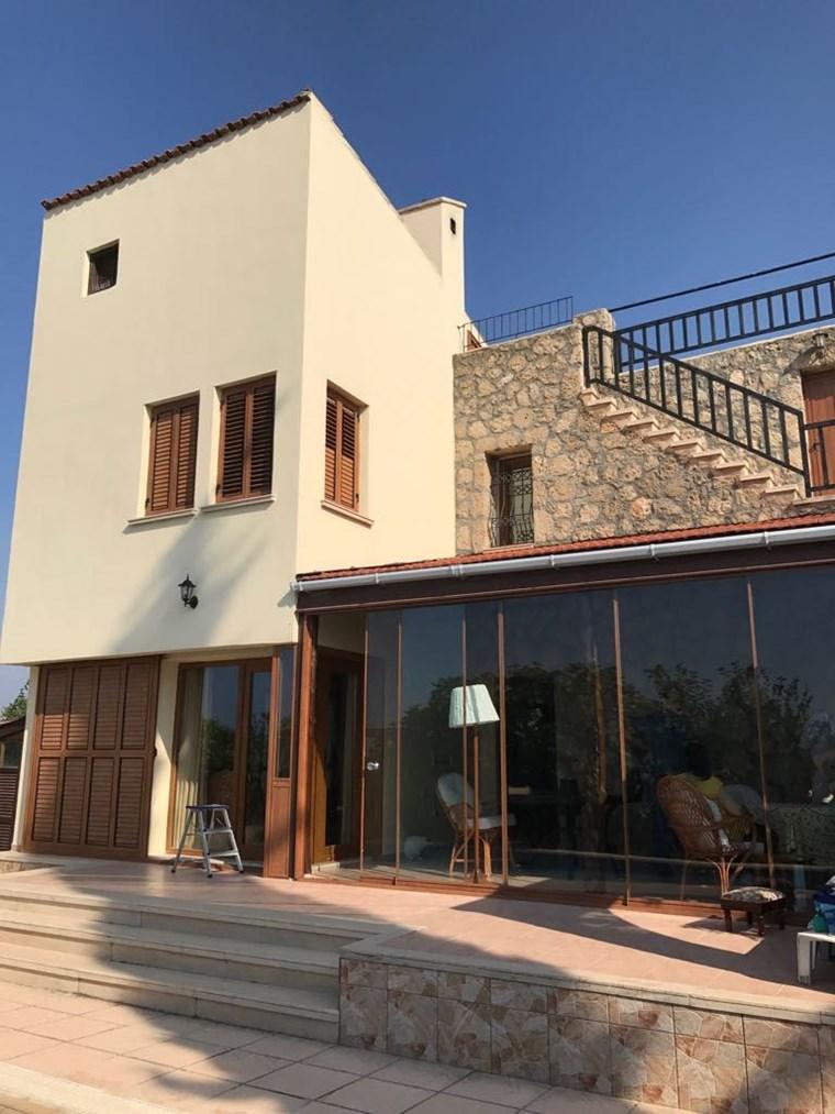 Girne  / Çatalköyde 3+1 havuzlu Villa