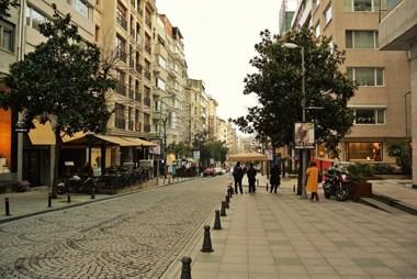 Abdi İpekçi Caddesi'nde Kiralık Özel Dekorasyonlu Daire