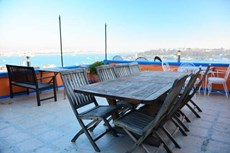kiralandı Beyoglu Evden Galatada teras manzaralı esyalı daire