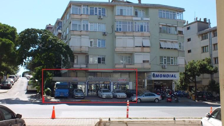 Pendik Erol Kaya Caddesinde Ön Kullanımlı Köşe Dükkan