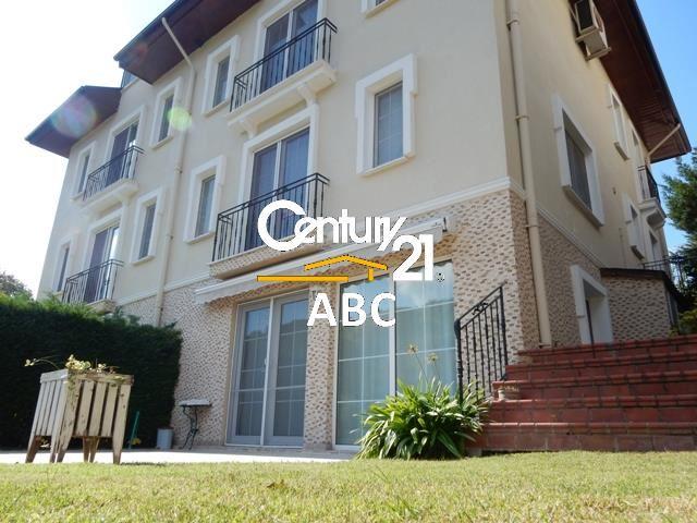 Beykoz Çamlık Evler sitesinde satılık yaşanası villa