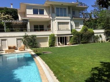 Kemer Country'de Havuzlu, Dekorasyonlu Satılık Tripleks Villa